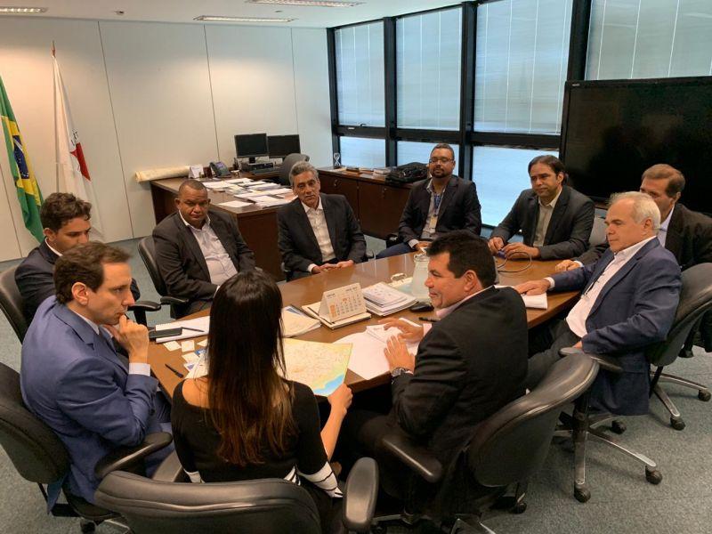 Em encontro com Secretário de Transportes e Obras Públicas do Estado, Prefeito Vinícius Barreto defende a parceria para o término da pavimentação do trecho compreendido entre a BR- 452 e a BR-262.
